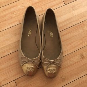 Used Chanel cc ballerinas / beige and gold